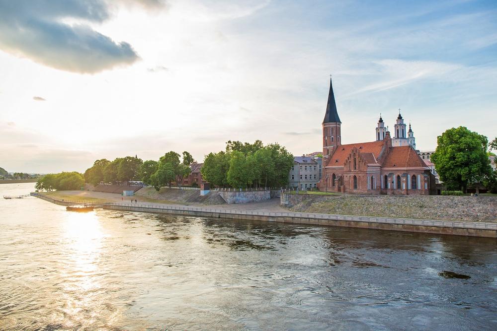 Костел Святого Витовта и река Неман