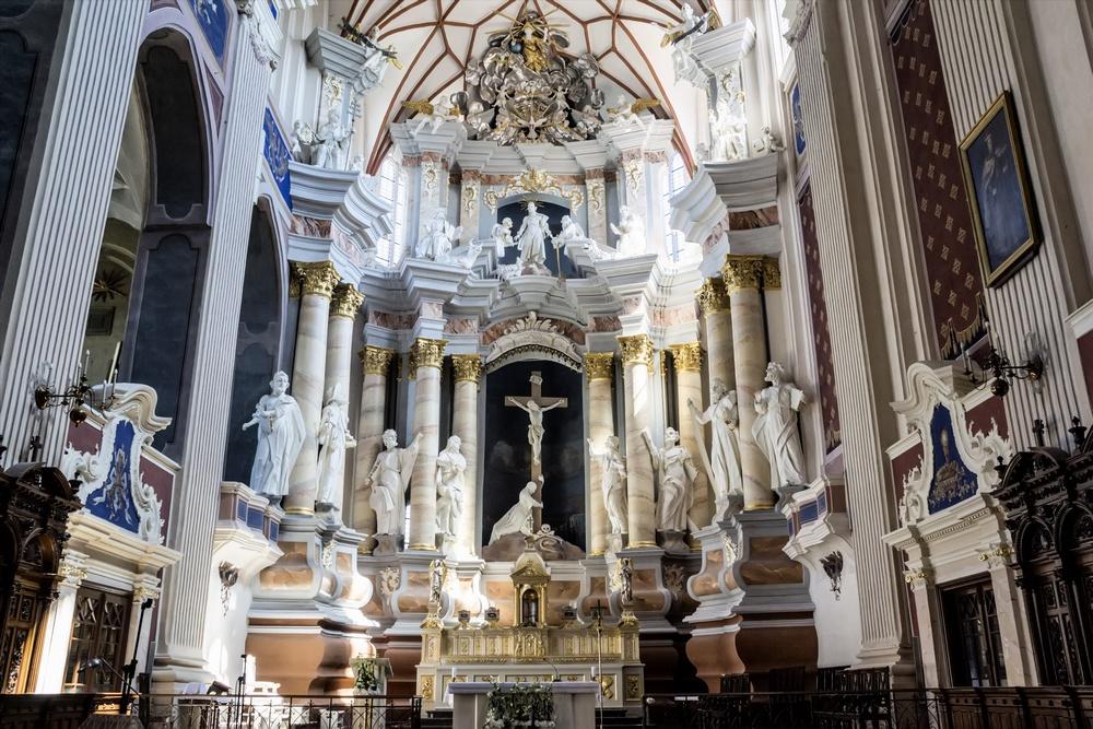 Внутреннее убранство собора Святых Петра и Павла в Каунасе